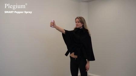 Шведская компания Plegium представила умный перцовый баллончик, который позовет на помощь после применения