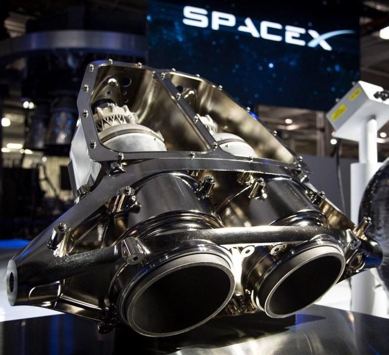 """Илон Маск: Электромобиль Tesla Roadster с пакетом улучшений SpaceX сможет летать почти как DeLorean из """"Назад в будущее"""""""