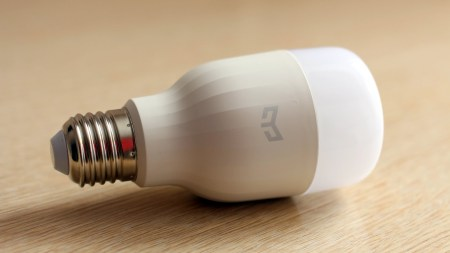 Специалист по кибербезопасности: умные лампочки хранят пароль от Wi-Fi в незашифрованном виде