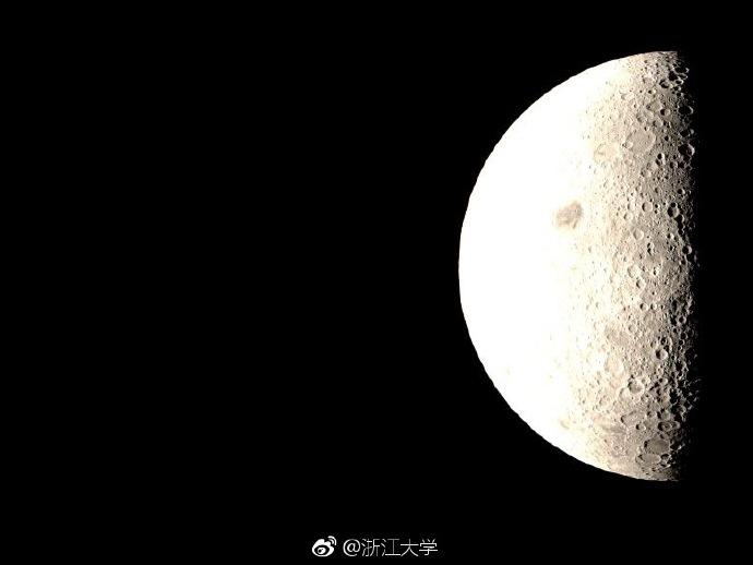 """Китайский зонд-ретранслятор """"Цюэцяо"""" сфотографировал Землю и обратную сторону Луны"""