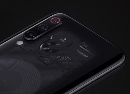 Xiaomi показала готовящийся к анонсу смартфон Xiaomi Mi 9 в версии Transparent Edition с «прозрачным» участком задней панели