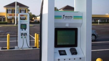 Сеть скоростных зарядок Electrify America будет использовать батареи Tesla Powerpack для уменьшения нагрузки на сеть и стоимости зарядки