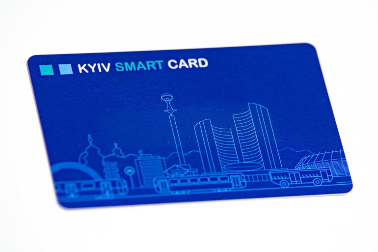 """КГГА отчиталась о первых результатах внедрения """"электронного билета"""": весь общественный транспорт (1326 единиц) оснащен валидаторами, пассажиры приобрели более 2000 карт Kyiv Smart Card, опытная эксплуатация завершится осенью 2019 года"""