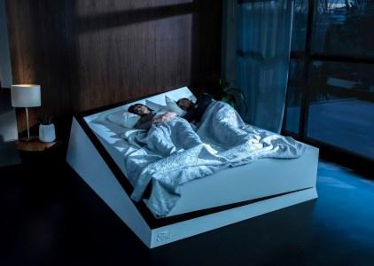 Инженеры Ford представили умную кровать, которая не позволит вашему партнеру занять вашу половину постели