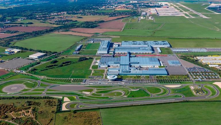 Официально: Следующее поколение кроссовера Porsche Macan будет полностью электрическим, серийное производство стартует в 2021 году в Лейпциге