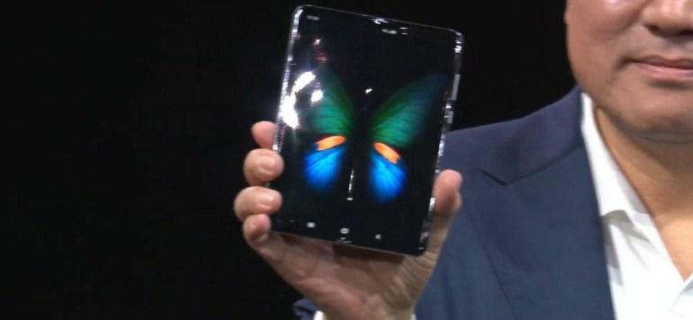 Samsung представила Galaxy Fold — свой первый смартфон со сгибаемым экраном. Он стоит... $1980??