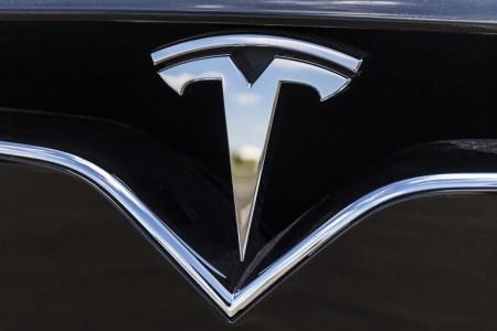 Скандалы, интриги, расследования: бывший сотрудник службы безопасности обвинил Tesla в незаконной слежке, взломе смартфонов, лжи и пр.