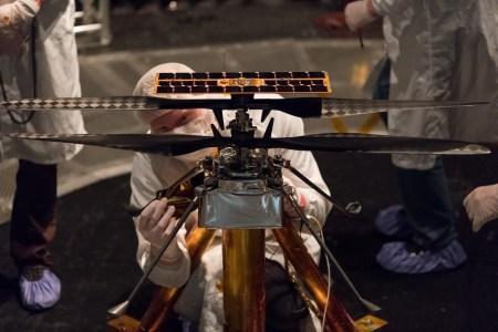 Будущий марсианский вертолет впервые поднялся в воздух