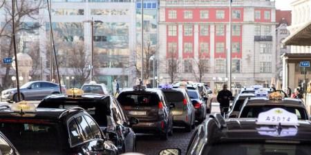 В Норвегии установят первые в мире беспроводные зарядные станции для электромобилей такси мощностью 75 кВт