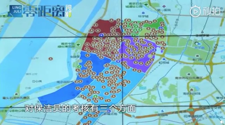 Браслеты с GPS, которые раздали дворникам, возмутили рядовых китайцев