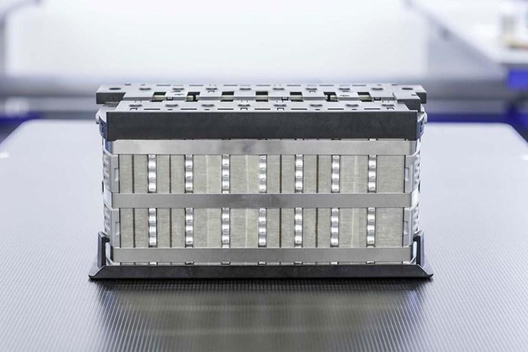 Швейцарский стартап Innolith разработал батареи с негорючим электролитом и энергетической плотностью 1000 Втч/кг, которые обеспечат запас хода электромобилей до 1000 км