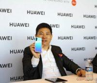 Huawei все объяснила. «Подбородки» безрамочным смартфонам нужны, чтобы не было случайных нажатий - ITC.ua