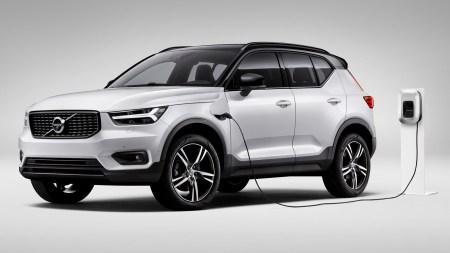 Полностью электрическая версия кроссовера Volvo XC40 будет представлена до конца текущего года и выйдет на дороги в 2020 году (гибридная появится еще раньше)