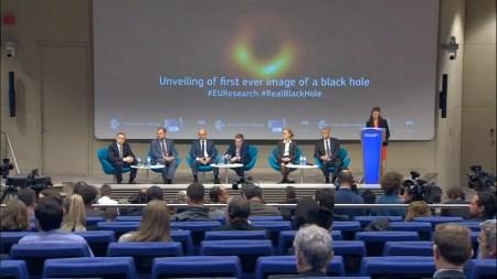 Астрофизики впервые показали изображение горизонта событий черной дыры