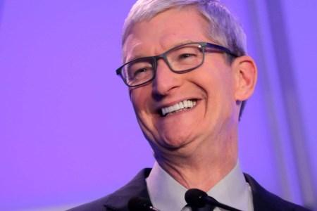 Тим Кук: в среднем Apple покупает по одной компании в две-три недели