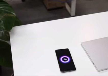 Xiaomi и IKEA создали стол с поддержкой беспроводной зарядки на 20 Вт