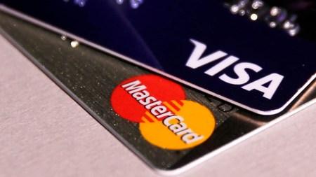 Венесуэла откажется от карт Visa и MasterCard