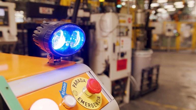 Испанский завод Ford тестирует робогрузчика Survival, доставляющего детали и сварочные материалы к сборочной линии