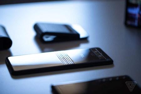 Уже в этом году TCL начнет массовое производство гибких экранов OLED для складных смартфонов
