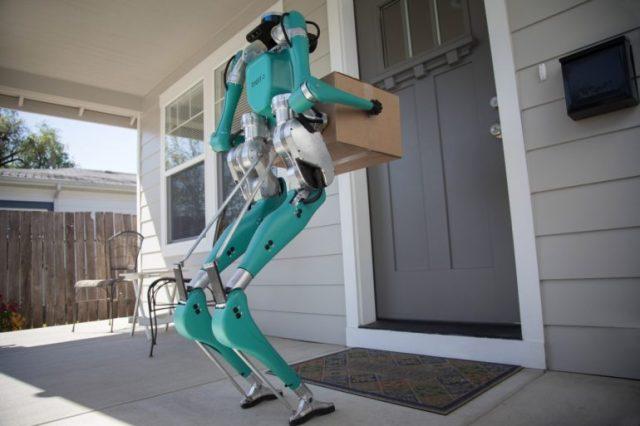Ford и Agility Robotics разработали систему доставки до дверей заказчика на основе беспилотного минивэна и двуного робота Digit - ITC.ua