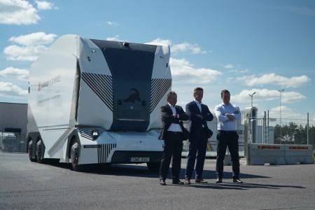 Шведский автономный электрогрузовик Einride T-Pod впервые самостоятельно выехал на дороги общего пользования