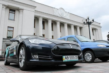 """Владимир Омелян собирается начать полноценные переговоры с Tesla по поводу строительства завода в Украине """"на следующий день"""" после принятия законопроектов №8159 и №8160 - ITC.ua"""