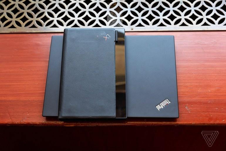 Lenovo показала первый в мире ноутбук с гибким экраном