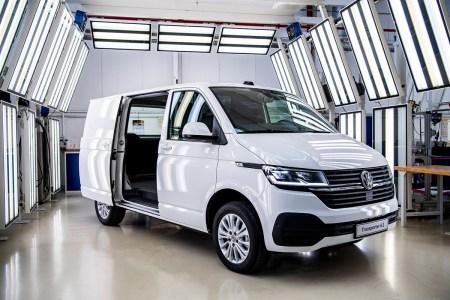 Коммерческие авто Volkswagen: сегодня – обновление Transporter T6.1, завтра – электро-«бус» e-Crafter