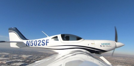 «Полеты станут дешевле, чем поездки на автомобиле»: сервис BlackBird обзаведется электросамолетами