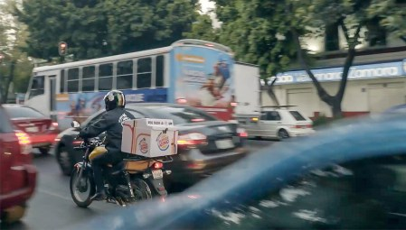 Burger King вознамерился подвозить еду застрявшим в дорожной пробке автомобилистам