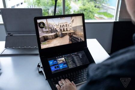 Видео дня: прототип необычного игрового ноутбука-трансформера Intel Honeycomb Glacier, оснащенного двумя экранами