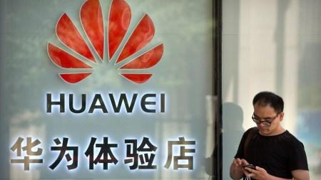 Bloomberg: работники Huawei сотрудничали с китайскими военными