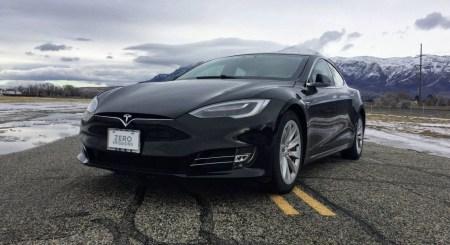Очевидец заснял секретный автомобиль Tesla, им может оказаться обновленный седан Model S