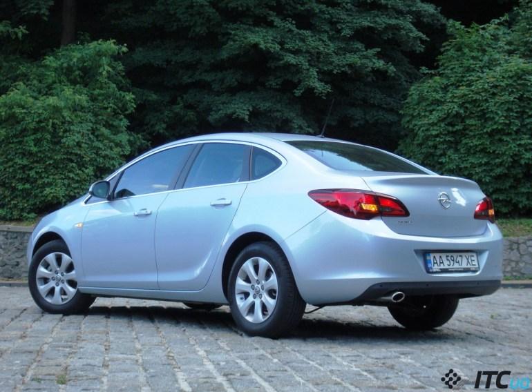Тест-драйв Opel Astra Sedan: надежда дилеров