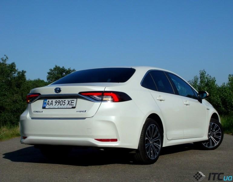 Тест-драйв Toyota Corolla: «просто С-класс» или «почти Camry»?