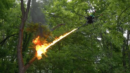 В США в продажу поступили полноценные огнеметы для дронов