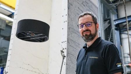 Швейцарский стартап Flybotix представил прототип дрона с корпусом в виде кольца