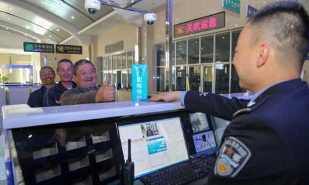 Китайские пограничники устанавливают на Android-смартфоны туристов шпионское ПО, которое собирает с гаджетов все данные
