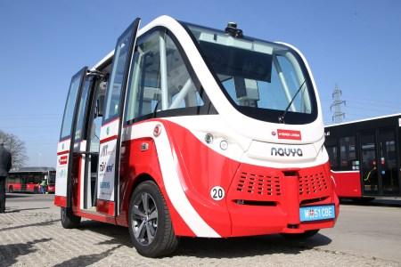 Беспилотный автобус Navya наехал на пешехода в Австрии