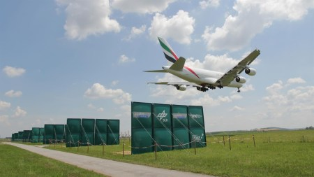 Немецкие и австрийские инженеры уменьшат интервалы между посадками самолетов при помощи параллельных панелей