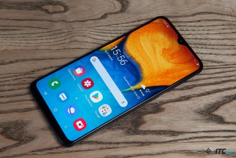 Galaxy A40 - обзор компактного смартфона Samsung