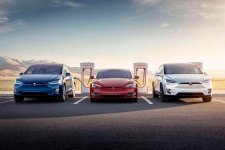 Рекорд взят! В минувшем квартале Tesla поставила клиентам почти 100 000 автомобилей