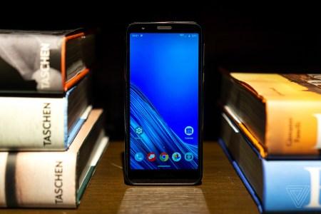 Новый бюджетный смартфон Motorola Moto E6 за $150 в чем-то оказался даже хуже предшественника