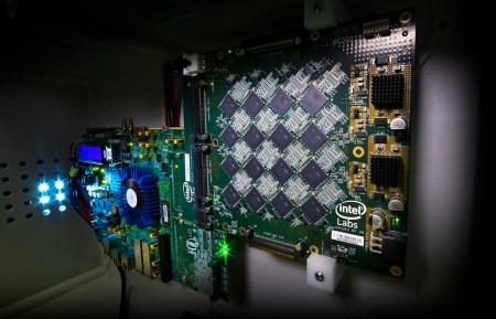 Intel создала высокоэффективные ИИ-чипы для протезов и самоуправляемых автомобилей