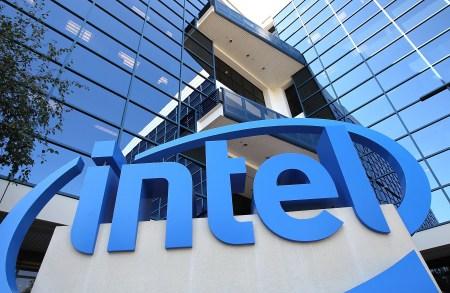 Чистая прибыль Intel упала на 17%