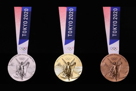 В Токио показали медали летнейОлимпиады-2020 — те самые, которые изготовили из переработанной электроники