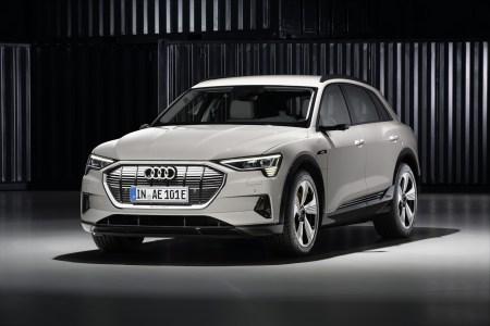 Электрокроссовер Audi e-tron стал первым электромобилем, получившим высшую оценку безопасности Top Safety Pick+ от IIHS (видео краш-тестов)