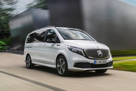 Mercedes-Benz представил серийную версию электрического минивэна Mercedes-Benz EQV с мощностью 150 кВт, батареей на 90 кВтч и запасом хода 405 км