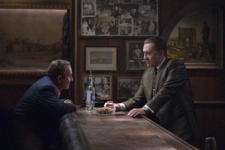 Netflix выпустит в кинотеатрах сразу 10 фильмов в ближайшие три месяца, включая «Ирландца» Мартина Скорсезе, чтобы не упустить шансы на «Оскар» (расписание)