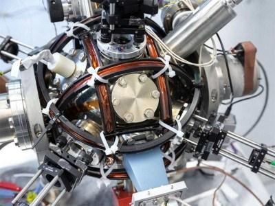 Эксперимент с одиночным атомом исключает теорию тёмной энергии как «пятой» фундаментальной силы